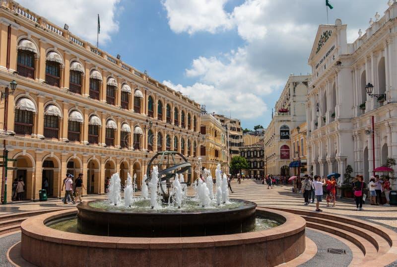 La vista del dettaglio su largo quadrato centrale storico fa Senado, senato con la fontana nella zona pedonale Sé, Macao, Cina, A fotografia stock