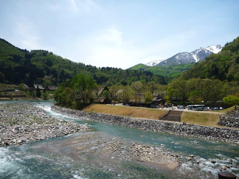 La vista del fiume in Shirakawa va, il Giappone fotografia stock