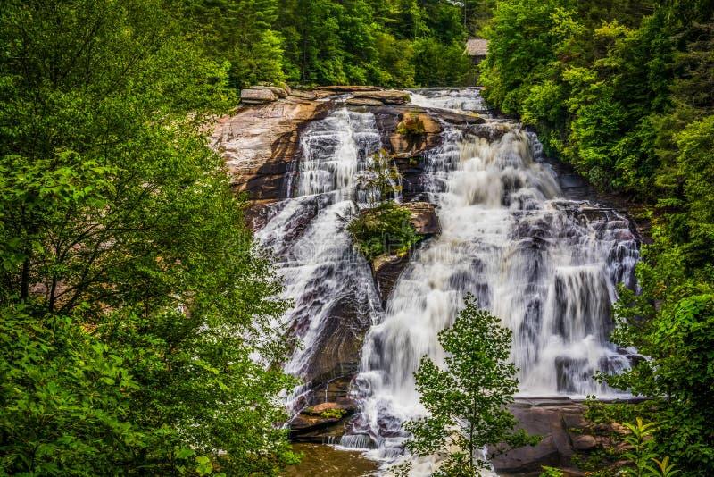 La vista del livello cade, nella foresta dello stato di Du Pont, Nord Carolina fotografie stock libere da diritti