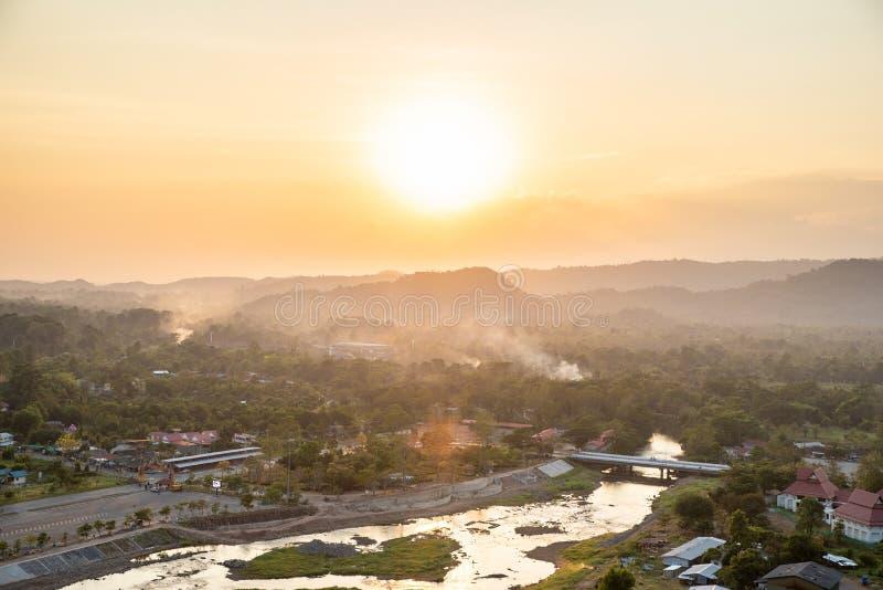 La vista del paesaggio è bello Khun Dan Prakan Chon Dam, Nakhon Nayok, Tailandia fotografia stock