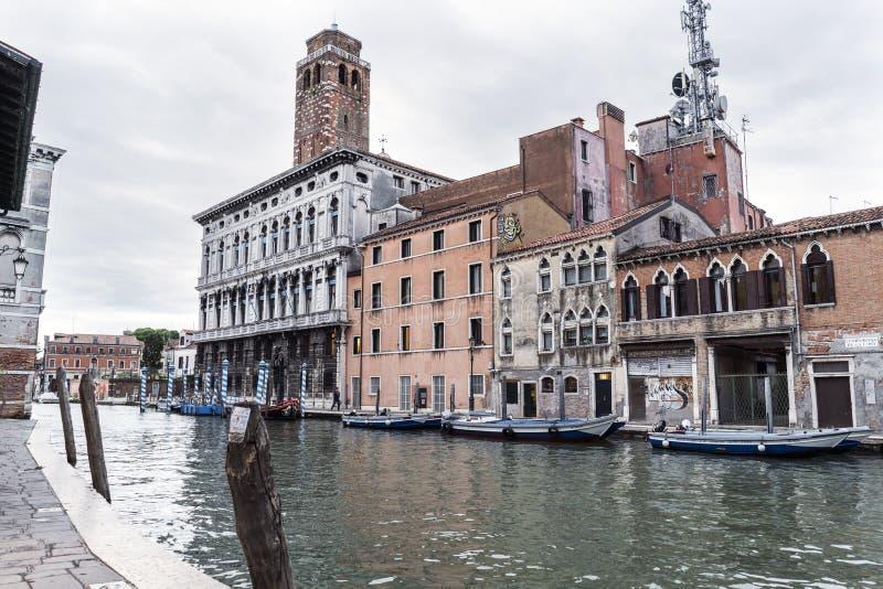 La vista del palazzo ha chiamato il ` della labbra di Palazzo del ` dall'altro lato del canale fotografie stock libere da diritti