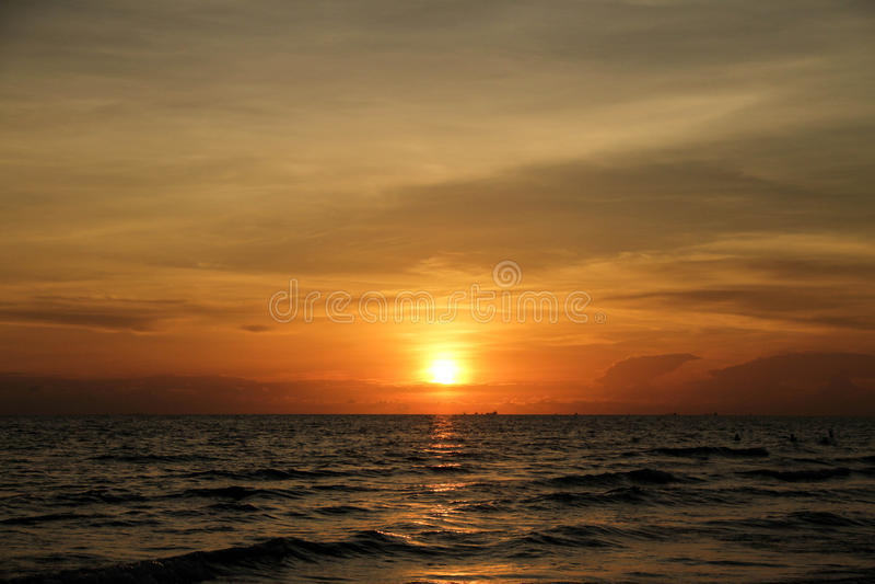 La vista del tramonto al mare fotografie stock libere da diritti