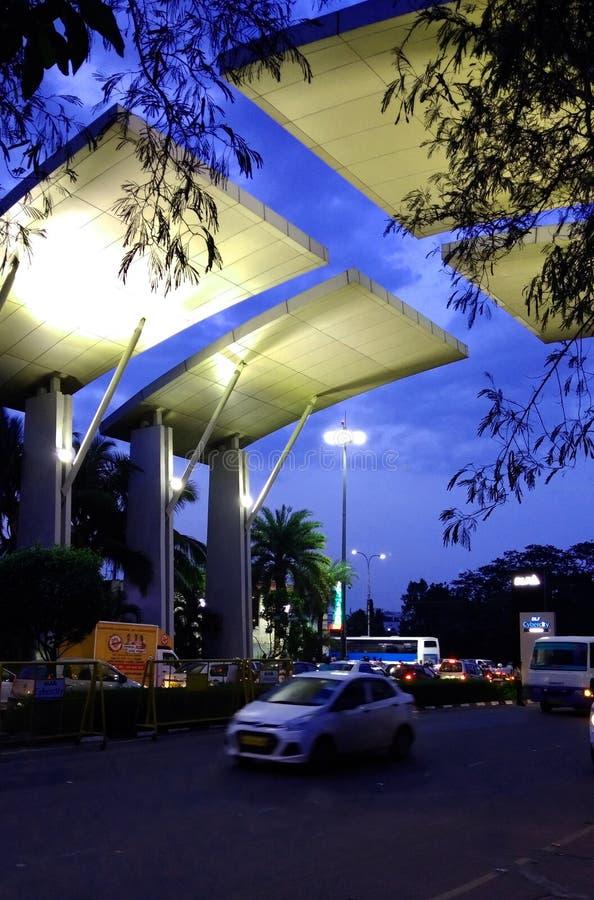 La vista dell'entrata principale della città cyber del dlf alla sera fotografie stock libere da diritti