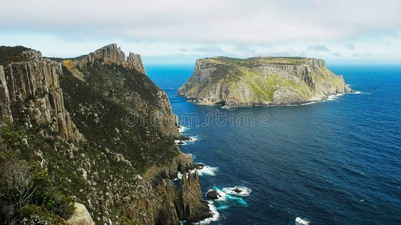 La vista dell'isola di tasman dalla colonna del capo in Tasmania fotografie stock