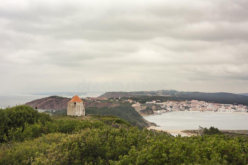 La vista della baia di sao Martinho fa Oporto fotografia stock libera da diritti