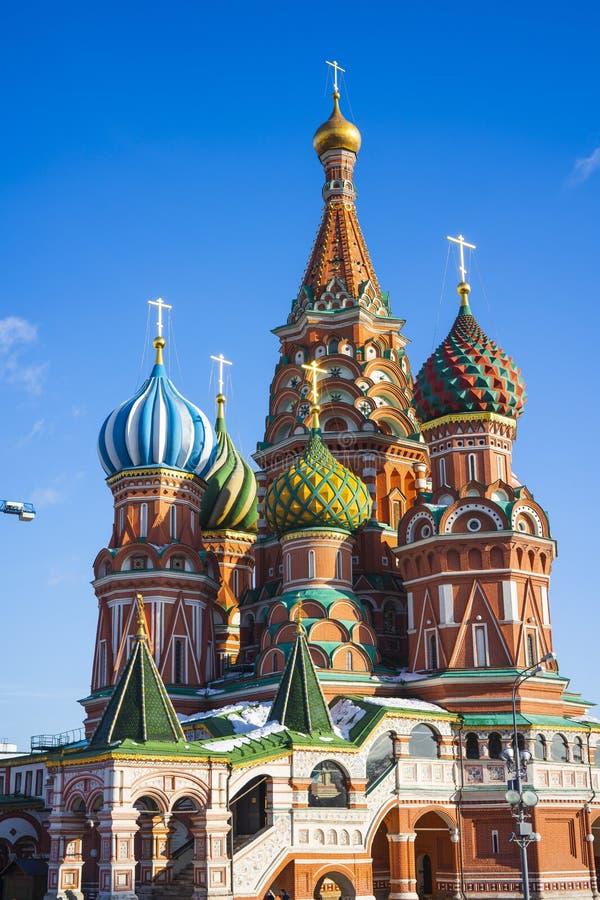 La vista della cattedrale di Vasily benedetta, conosciuta comunemente come la cattedrale del basilico del san, è una chiesa in qu fotografie stock libere da diritti