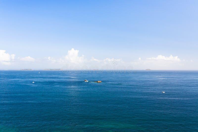 La vista della mattina si rannuvola l'Oceano Atlantico fotografia stock