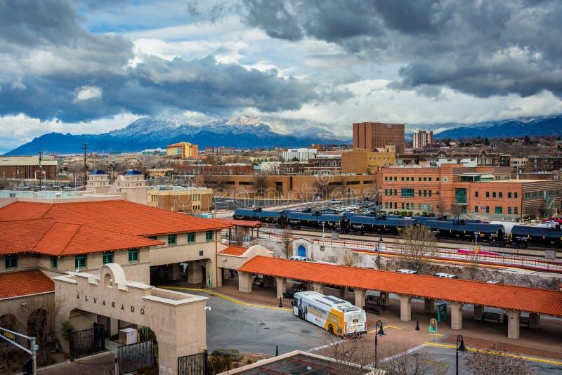 La vista delle montagne distanti ed il trasporto di Alvarado concentrano dentro fotografia stock