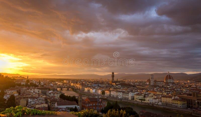 La vista di Firenze, Italia dal Piazzale Michelangelo al tramonto fotografia stock libera da diritti