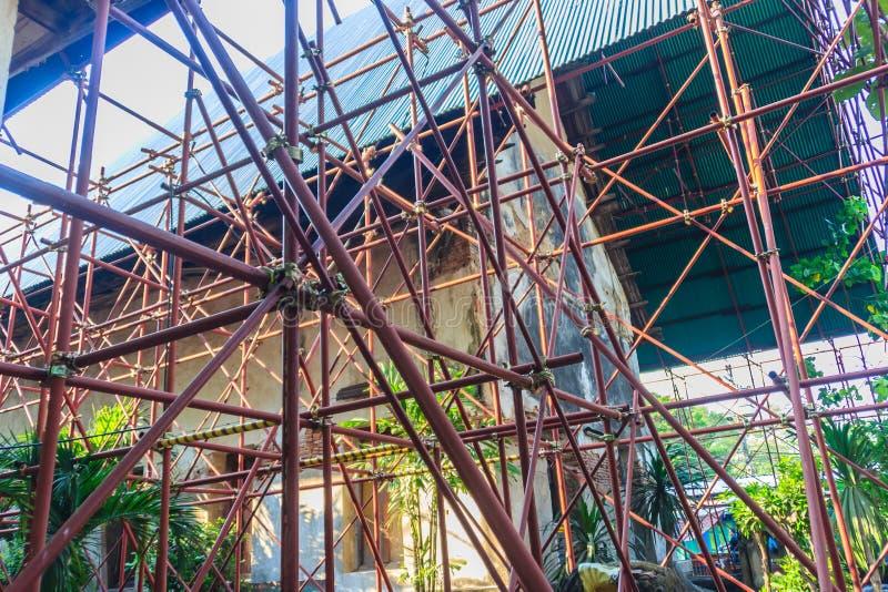 La vista di rinnova le vecchie costruzioni tradizionali del tempio Rinnovamento o immagini stock
