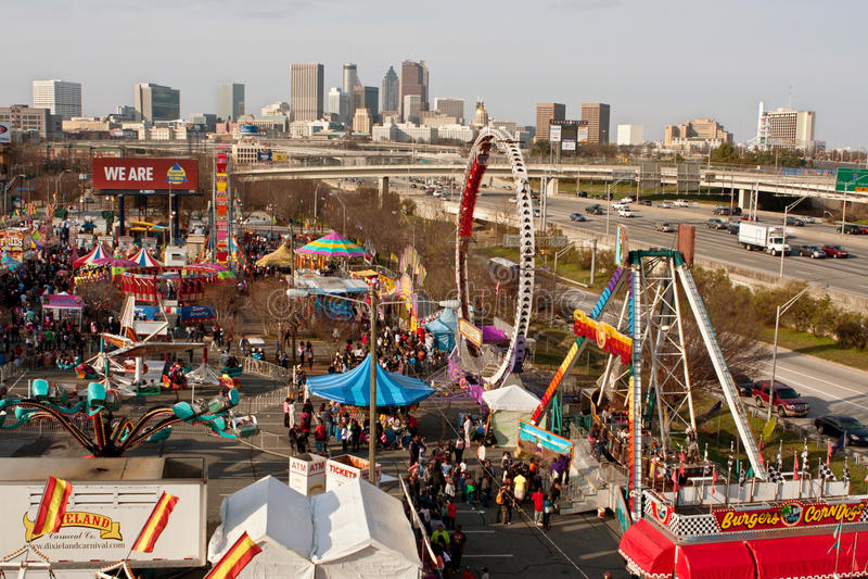 La vista elevada de la feria de Atlanta muestra horizonte de la ciudad imagen de archivo