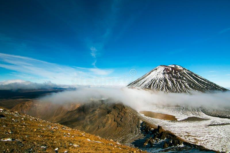 La vista escénica de montañas volcánicas surrealistas ajardina y maravilla natural de la herencia de la UNESCO con el top de Mt N imágenes de archivo libres de regalías