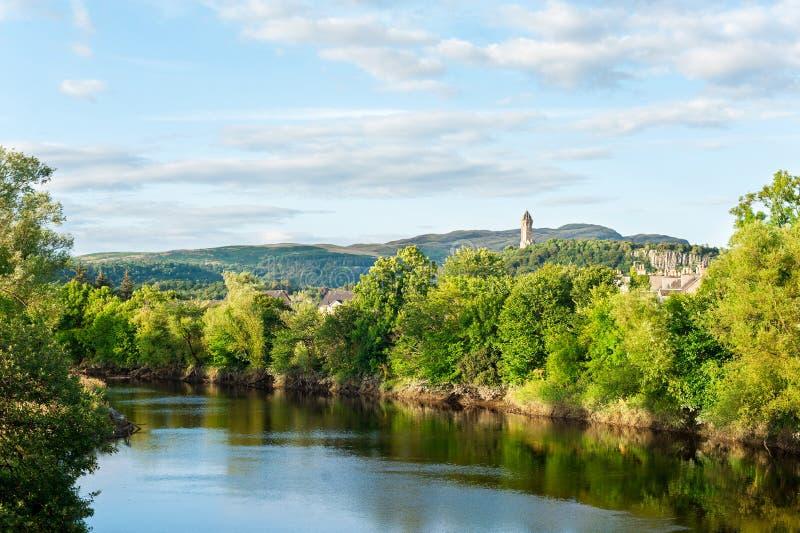 La vista espectacular de la naturaleza escocesa con Wallace Mo nacional imagen de archivo