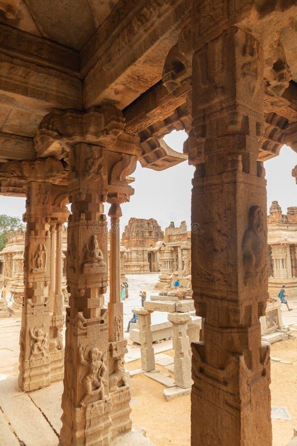 La vista interna de Ineriors y techos del templo de Vittala o de Vitthala en Hampi, estado de Karnataka, la India fotos de archivo libres de regalías
