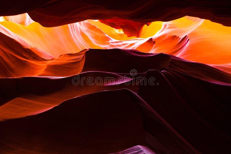 La vista interna del canyon superiore dell'antilope in america immagini stock