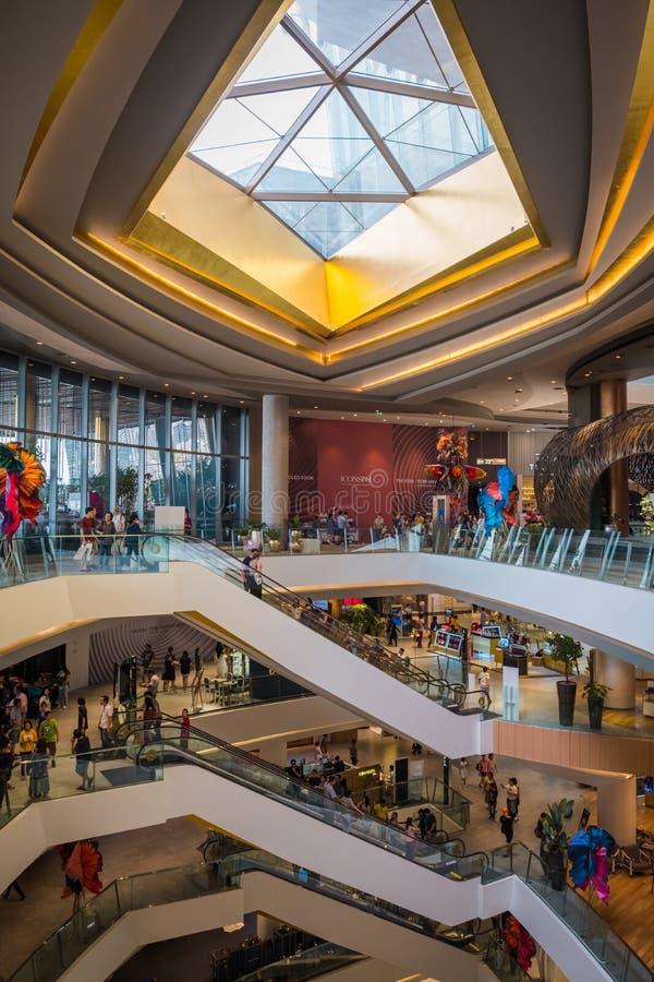 La vista interna dell'ICONA SIAM, è il nuovi centro commerciale e punto di riferimento di Bangkok, Tailandia fotografia stock libera da diritti