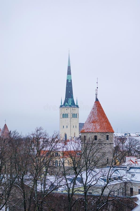 La vista invernale della città vecchia di Tallinn fotografia stock