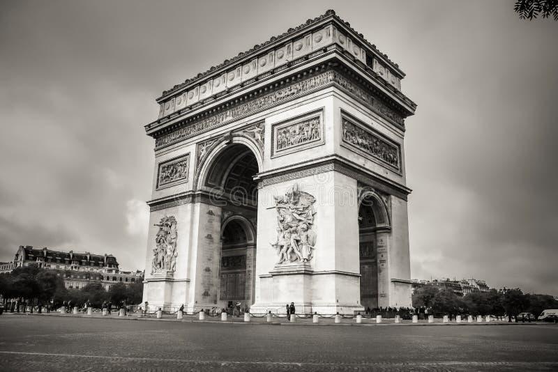 La vista lateral del primer de Arc de Triomphe imágenes de archivo libres de regalías