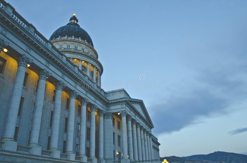 La vista lateral magnífica del capitol azul del estado de Utah fotografía de archivo libre de regalías
