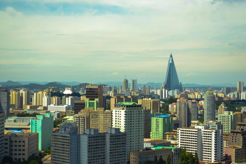 La vista nella città di Pyongyang, la capitale della città dell'orizzonte della Corea del Nord immagine stock libera da diritti