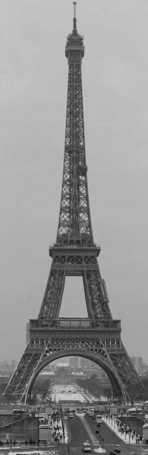 La vista panorámica de la torre Eiffel del Trocadero Fotografía blanco y negro francia parís imagen de archivo