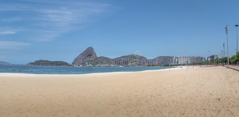 La vista panoramica di Aterro fa la spiaggia di Flamengo e Sugar Loaf Mountain - Rio de Janeiro, Brasile fotografia stock