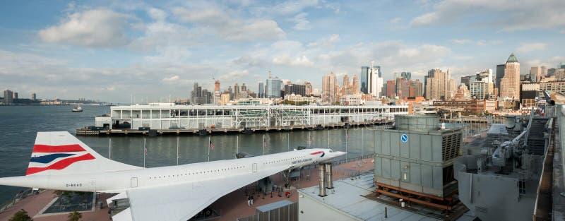 La vista panoramica di British Airways Concorde Alpha Delta G-BOAD ha visualizzato sul museo intrepido di USS New York City U.S.A fotografia stock libera da diritti