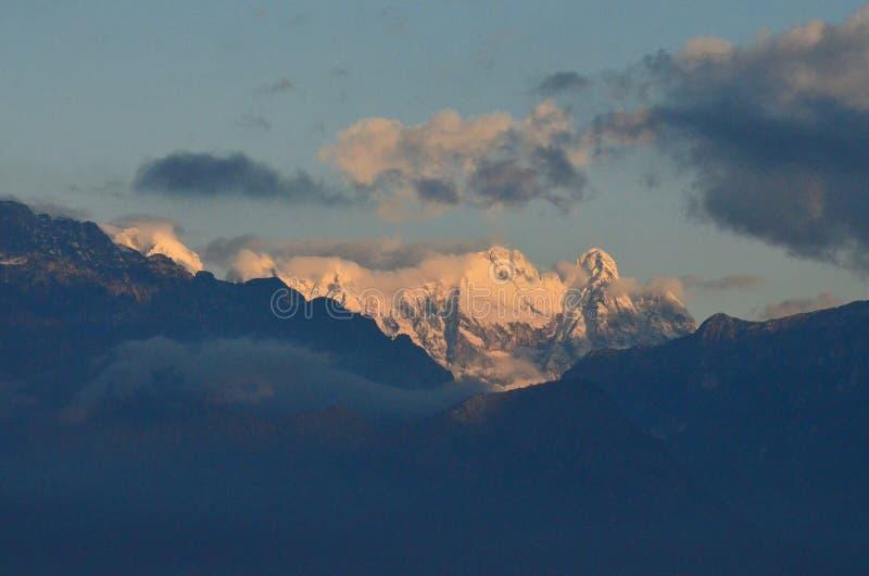 La vista scenica stupefacente delle alpi italiane abbellisce fotografia stock libera da diritti