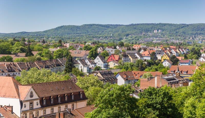La vista sopra Cassel e le colline circostanti dal Weinberg parcheggiano immagini stock libere da diritti
