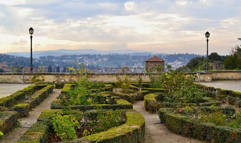 La vista su Firenze da Boboli fa il giardinaggio punto del sightseeng fotografie stock libere da diritti