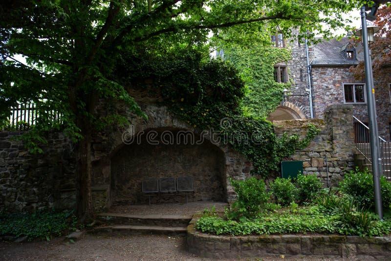 La vista su un posto nascosto al castello in bingen sono Reno in Assia Germania fotografia stock libera da diritti