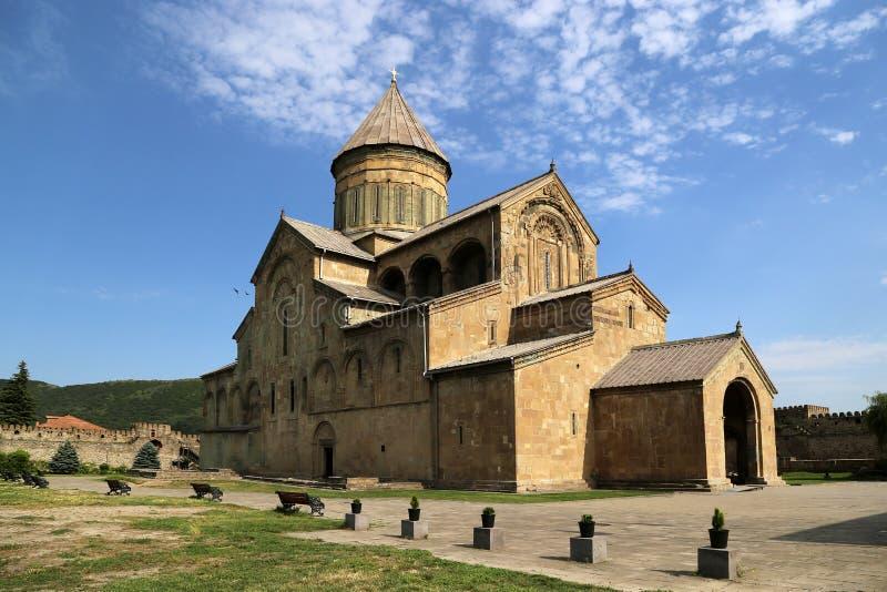 La vista sulla cattedrale di Svetitskhoveli è il tempio della chiesa ortodossa georgiana immagini stock