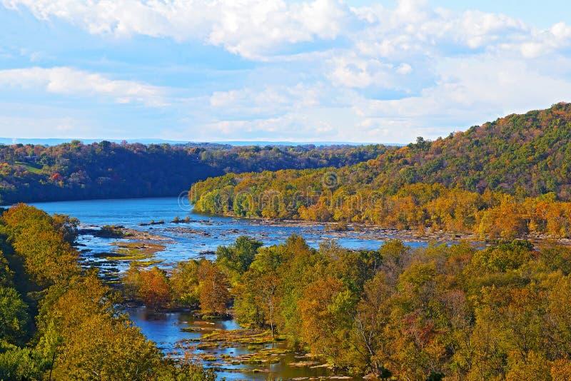 La vista sulle montagne del fiume di Shenandoah e di Ridge blu dal traghetto dei Harpers trascura immagini stock
