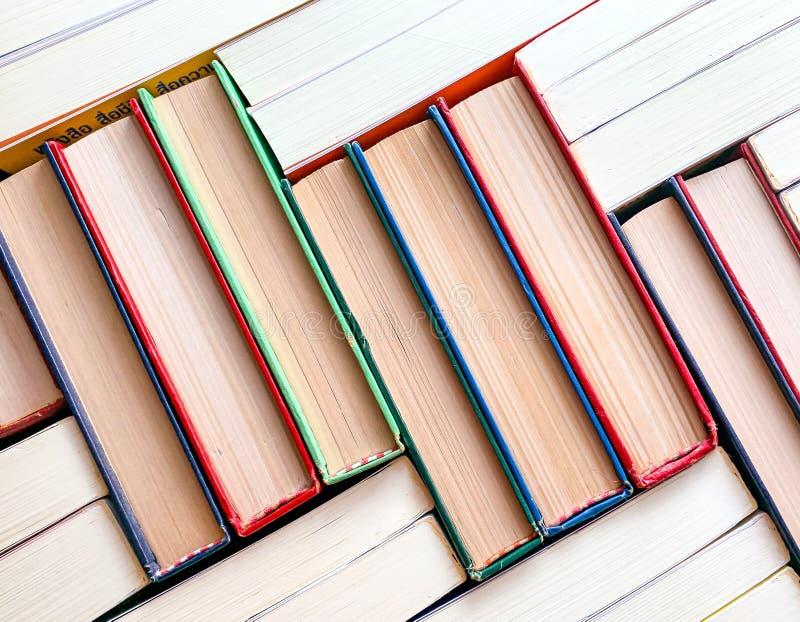 La vista superior del libro de la pila fotos de archivo