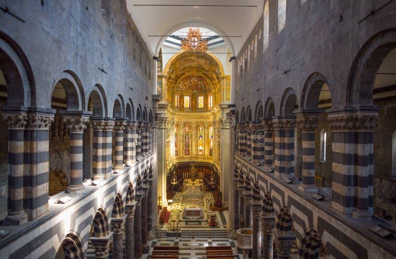 La vista superiore dell'interno della cattedrale di Lawrence San Lorenzo del san di Genova, Italia fotografia stock libera da diritti