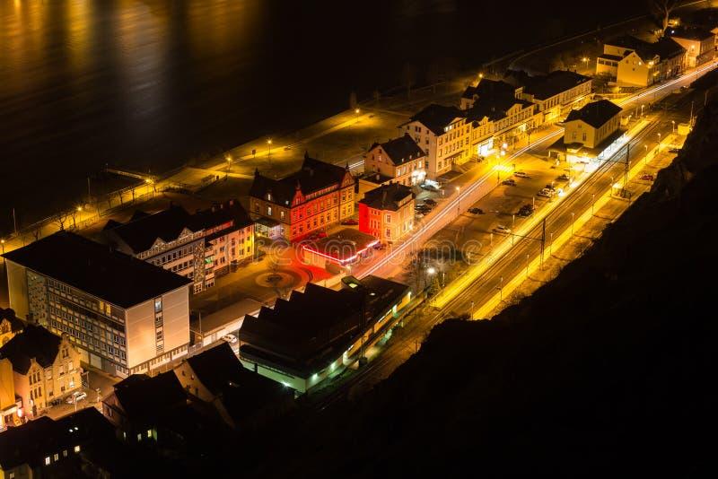 la vista superiore della st goarshausen la Germania nella sera immagine stock libera da diritti