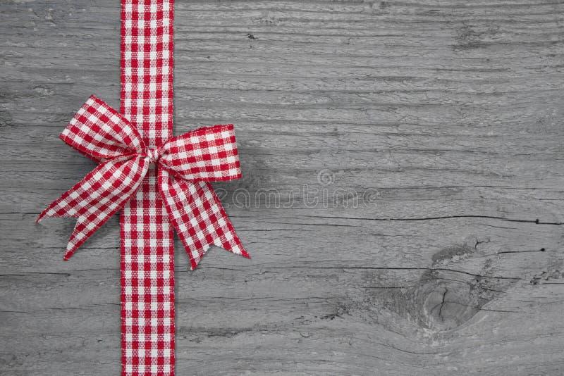La vista superiore di rosso e di bianco ha controllato la decorazione del nastro fotografia stock