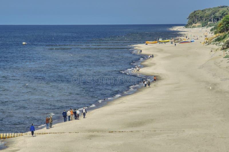 La vista superiore per la molla cammina sulla spiaggia immagini stock libere da diritti