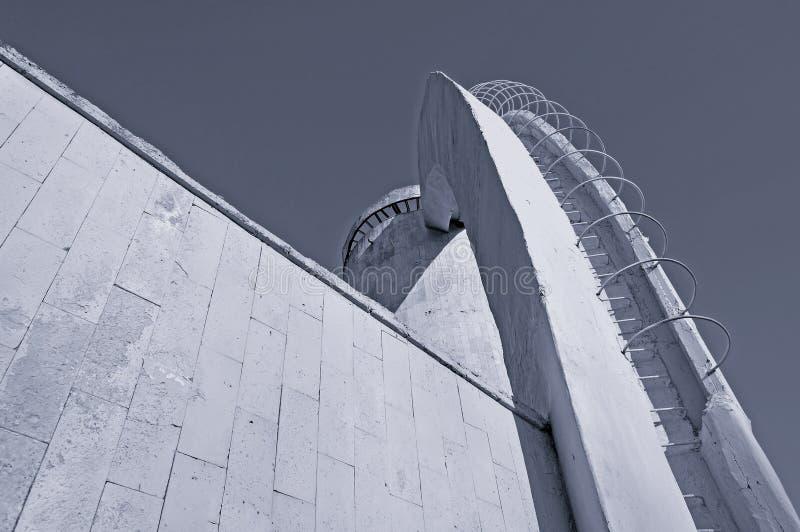 La vista urbana dell'architettura dell'architettura moderna della città dettaglia in bianco e nero i toni fotografia stock