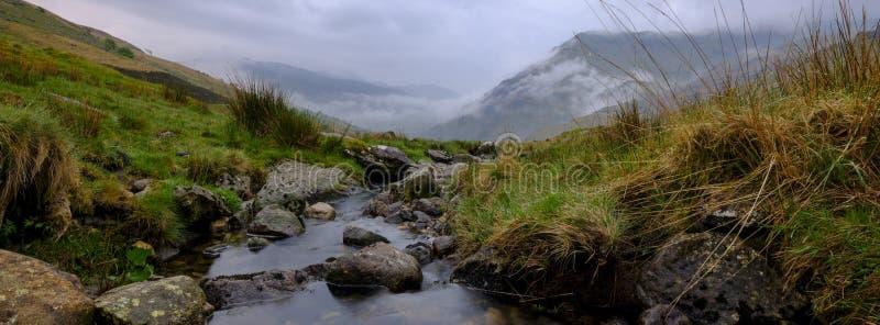 La vista verso Snowdon dal Penna-Y-passaggio vicino, Galles fotografie stock