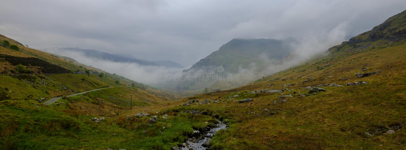 La vista verso Snowdon dal Penna-Y-passaggio vicino, Galles immagine stock libera da diritti