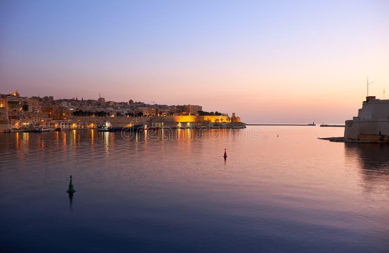 La visualizzazione di primo mattino di grande porto del porto di La Valletta fotografia stock