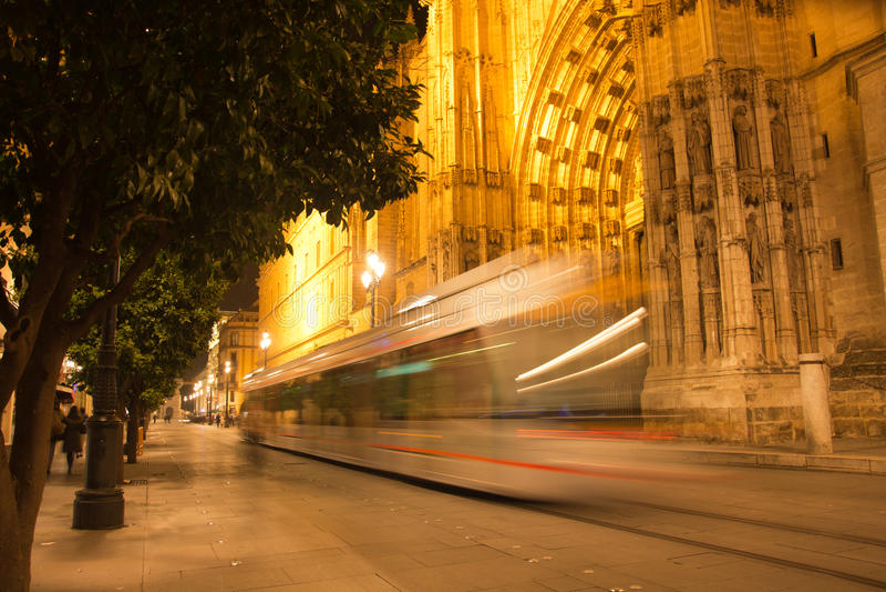 La vitesse de la métro au centre de Séville photographie stock libre de droits