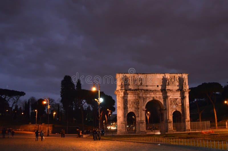 La voûte de Constantine est une voûte triomphale à Rome, situé entre le Colosseum et le Palatine Hil photographie stock