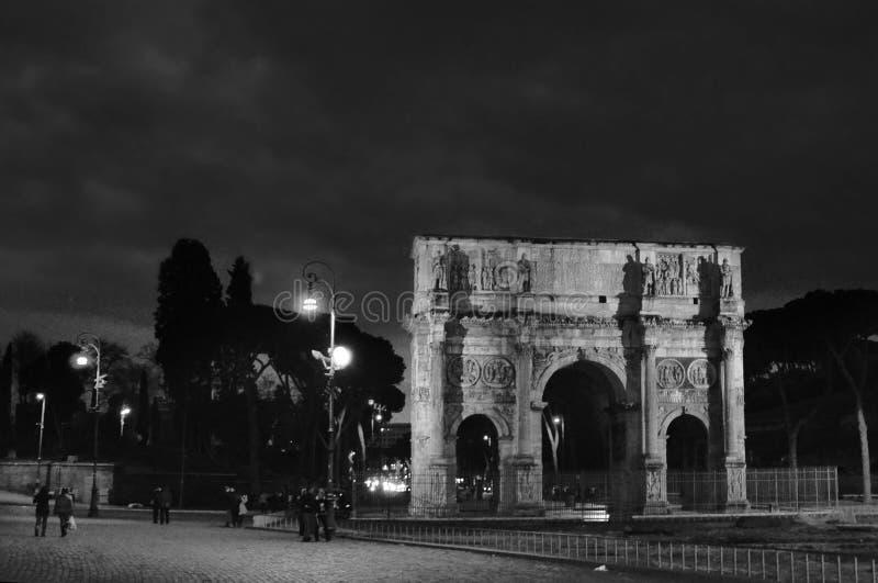 La voûte de Constantine est une voûte triomphale à Rome, situé entre le Colosseum et le Palatine Hil images stock
