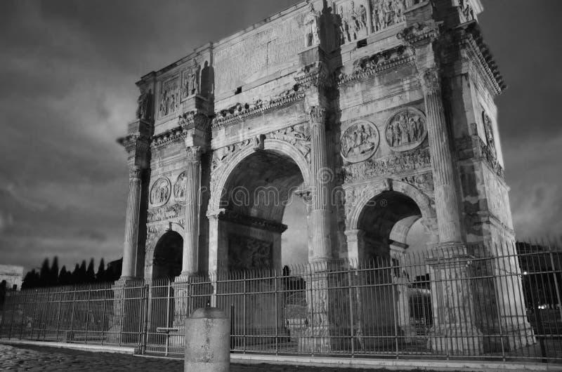 La voûte de Constantine est une voûte triomphale à Rome, situé entre le Colosseum et le Palatine Hil image libre de droits