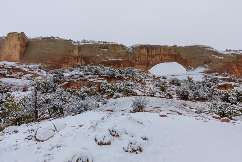 La voûte de Wilson scénique Moab Utah en hiver photo stock