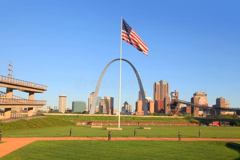 La voûte de manière de porte est la voûte la plus grande dans le monde dans le Saint Louis photographie stock libre de droits