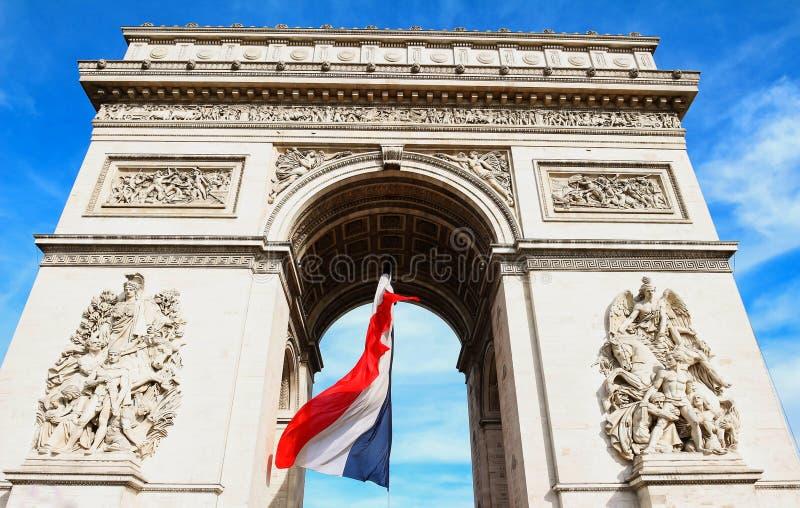 La voûte triomphale décorée du drapeau français, Paris, France photographie stock
