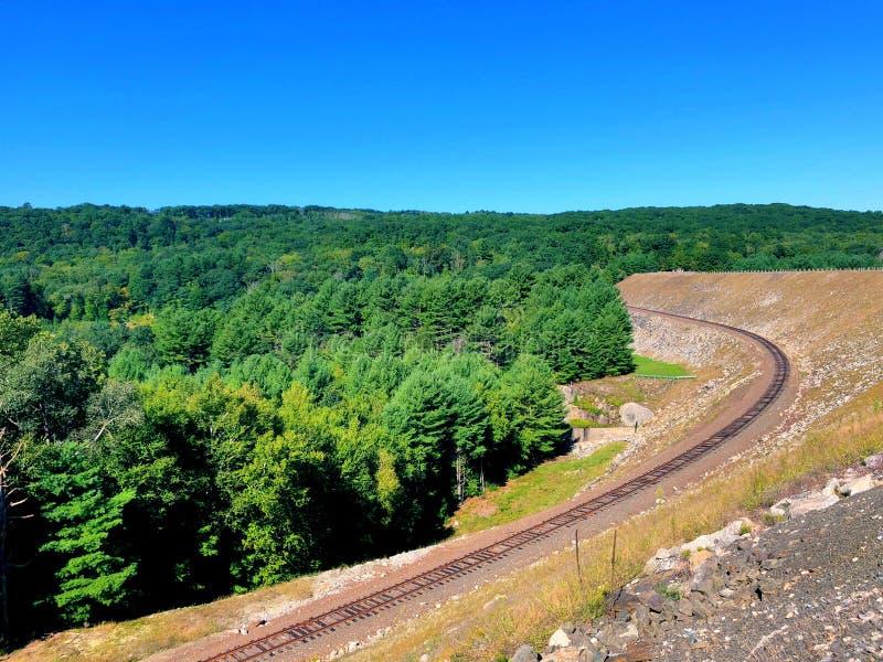 La voie ferrée du barrage de Thomaston photographie stock libre de droits